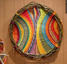 Montana Blue Heron, Marilyn Evans and William Stevens - platterThis is dream catcherish!This would be great for a baseball pattern. Weaving Textiles, Weaving Art, Tapestry Weaving, Loom Weaving, Willow Weaving, Basket Weaving, Circular Weaving, Ideias Diy, Weaving Projects