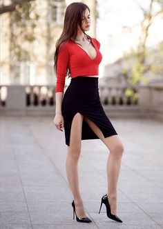 Nude Tights, Sexy Outfits, Cool Outfits, Fashion Tights, Nice Legs, Red Blouses, Beautiful Legs, Sexy Legs, Fit Women