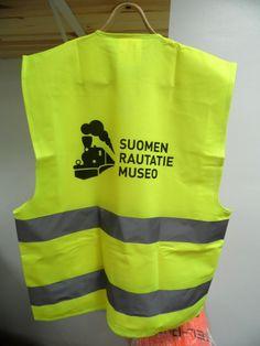 Logo seljal Suomen Rautatie museo - Reklaamitootja.ee - http://reklaamitootja.ee/85-helkurvest-3456x4608-jpg-1-jpg/