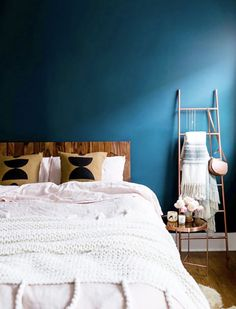 New Wallpaper Bedroom Feature Wall Inspiration Ideas Blue Feature Wall Bedroom, Dark Blue Feature Wall, Painted Feature Wall, Feature Wall Design, Blue Bedroom Walls, Blue Bedroom Decor, Accent Wall Bedroom, Bedroom Ideas, Bedroom Wallpaper Feature Wall