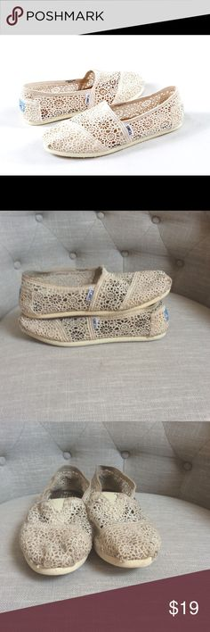 Crochet Cream Toms Good Overall Condition! They are slightly dirty, but can be cleaned with a good wash. Has some minor wear on the front, back, and sides(see pictures) TOMS Shoes Flats & Loafers