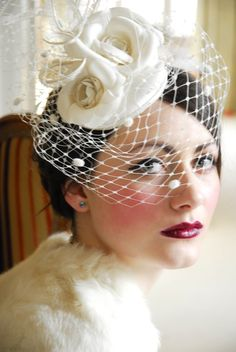 Bridal blooming fascinator with bird cage veil Bridal Hat, Bridal Headpieces, Hair Fascinators, Bridal Fascinator, Flower Headpiece, Vintage Veils, Wedding Vintage, Vintage Headpiece, Fancy Hats