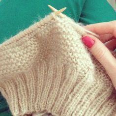 Crochet hats 592153050983102319 - photo 1 Source by dibarimarina Knitted Hats, Crochet Hats, Coin Couture, Easy Knitting, Beret, Beanie, Handmade, Chic Chic, Gabriel