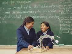 Erika y Esmeralda - Crearon un brazo mecánico de materiales reciclados