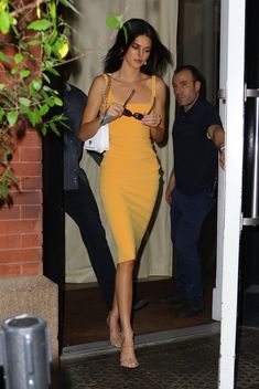 Find out Kendall jenner outfits, Jenners shopper Stars style. Kendall Jenner Style, Kendall Jenner Outfits, Kendall And Kylie, Bollywood Actress Hot, Vogue, Ladies Dress Design, My Idol, Kardashian, Celebrity Style