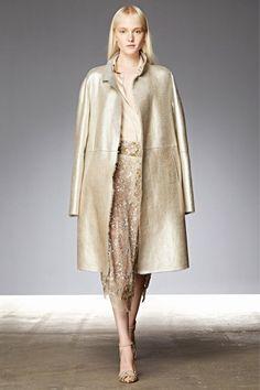 Донна Каран, на мой взгляд, является одним из вдохновляющих дизайнеров, так как ее вещи не оторваны от реальной жизни. Донна Каран стала первым дизайнером, разработавшим уникальную концепцию «Семь простых вещей». Она продумала все до мелочей, и ее концепция заключается в том, что каждая женщина, проживающая в крупном городе, должна включить в свой базовый гардероб семь незаменимых вещей.
