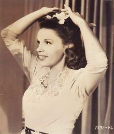 Todays hair & makeup inspiration from the fabulous and beautiful Judy Garland