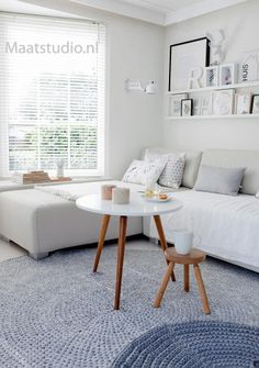 aluminium witte jaloezieen van Maatstudio.nl, op maat gemaakt. licht in huis