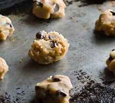 Möchten Sie Cookie Dough selber machen, den Sie auch roh essen können? Wir haben das Rezept für köstlichen Keksteig, den man ohne Bedenken naschen kann.
