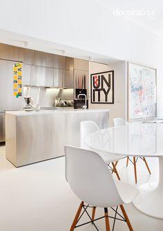 open steel kitchen with marble.  cocina americana de acero con encimera de marmol