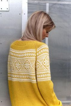 Knitwear Fashion, Knit Fashion, Knitting Designs, Knitting Patterns, Motif Fair Isle, Icelandic Sweaters, How To Purl Knit, Fair Isle Knitting, Yellow Sweater