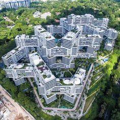 2018년 국내 주택 시장의 화두는? 자연을 내집으로, 자연친화주택, 패시브하우스 Singapore Architecture, World Architecture Festival, Unique Architecture, City Architecture, Futuristic Architecture, Landscape Plans, Landscape Design, Urban Landscape, Apartment Complexes
