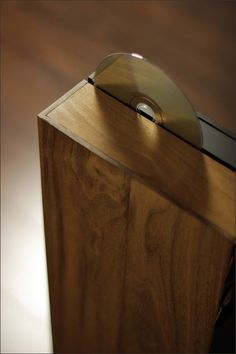 TENUIS – THE COMPUTER HOUSED IN SOLID WALNUT  http://forums.bit-tech.net/showthread.php?t=243106_source=message