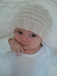 Newborn Knitting Patterns Baby Landon is finally wearing one of his new hand-knit hats! I especially love how soft this hat is… Baby Knitting Patterns, Baby Hat Patterns, Baby Hats Knitting, Crochet Baby Hats, Knitting For Kids, Knitting Projects, Hand Knitting, Knitted Hats, Booties Crochet
