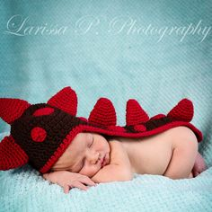Adorable baby dinosaur hat. Photographers will LOVE the contrasting color spikes and perfect tail. This adorable dinosaur hat is a real attention