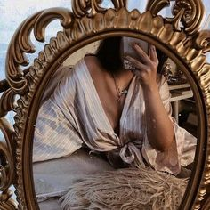 Image about girl in every think 🎻 🕰 🕯📚 🐇 🌟 by princess Rose Angel Aesthetic, Gold Aesthetic, Classy Aesthetic, Aesthetic Vintage, Aesthetic Photo, Aesthetic Pictures, Foto Mirror, Princess Aesthetic, Insta Photo Ideas
