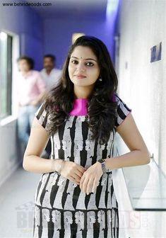 Image result for nikhila vimal Photograph of Nikhila Vimal INDIAN BEAUTY SAREE PHOTO GALLERY  | I.PINIMG.COM  #EDUCRATSWEB 2020-07-02 i.pinimg.com https://i.pinimg.com/236x/f7/3d/46/f73d4675b089854186617e4db1fe1253.jpg