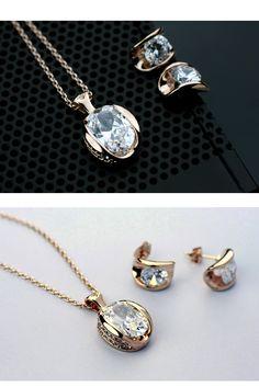 Un set impresionant de bijuterii placate cu aur potrivit oricarei tinute. Fin si elegant. www.bodyandbijoux.ro