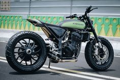 Kawasaki Ninja 250 Flat Track: The City Rebel Kawasaki Ninja, Kawasaki Cafe Racer, Kawasaki Bikes, Motorcycle Wheels, Cafe Racer Motorcycle, Motorcycle Headlight, Custom Cafe Racer, Cafe Racer Bikes, Street Tracker