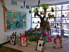 Library display : Celebrating Springtime by Friends of the College-Rolando Library, via Flickr