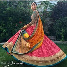 Love this outfit for Sangeet Indian Wedding Outfits, Bridal Outfits, Indian Outfits, Indian Clothes, Bridal Dresses, Indian Attire, Indian Ethnic Wear, Pakistani Dresses, Indian Dresses