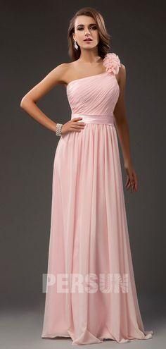 7db80c643ea Robe de soirée longue à seule épaule ruchée ceinturée en satin. robe  demoiselle d honneur rose ...