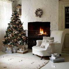 Christmas-living-room-country-decorating-idea-4.jpg (550×550)