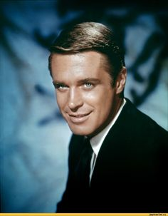 George Peppard appeared with Audrey Hepburn in Breakfast at Tiffanys. Hollywood Men, Hollywood Icons, Hollywood Stars, Classic Hollywood, George Peppard, Most Handsome Men, Handsome Actors, George Clooney, Brad Pitt