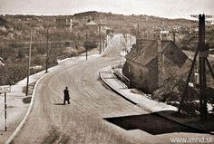 Pohľad na druhú konečnú električiek v Karlovej Vsi a nástupište autobusu do Devína Bratislava, Old Photos, Nostalgia, Retro, Times, Old Pictures, Vintage Photos, Retro Illustration