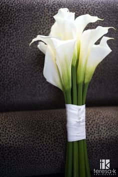 Calla lily bouquet - would swap white ribbon for gold