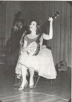 June plucking that banjo Johnny Cash June Carter, Johnny And June, Memphis Slim, Americana Music, Carter Family, Country Musicians, The Boogie, Sweet Hearts, Guitar Girl