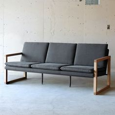MORRIS SOFA 3P|チェア・ソファ|オリジナル家具・金物の上手工作所オンラインショップ Outdoor Sofa, Outdoor Furniture, Outdoor Decor, Love Seat, Couch, Interior, Home Decor, Settee, Decoration Home