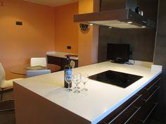 Diseño de cocina de Punt de Vista (Terrassa) con campana extractora PANDO I-830