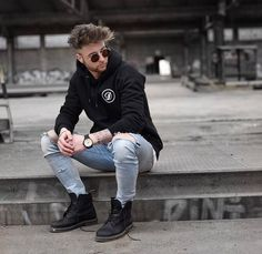 ** Streetwear ** posted daily Fashion Moda, Suit Fashion, Urban Fashion, Mens Fashion, Black Timberland Outfits, Black Timberlands, Foto Casual, Men Casual, Boy Photography Poses