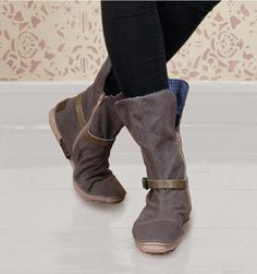 CLOTHING: Boots