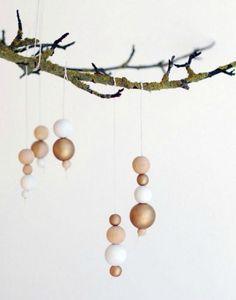 natural wooden ornaments  22 Natural Christmas ideas | http://passionshake.com