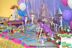 Castillo de Arendelle presidiendo la mesa dulce de Anna, Frozen Arendelle Castle, Anna Frozen Sweet table
