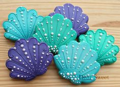 Discover thousands of images about sea shell cookies. Would be ideal for a beach, under the sea or mermaid themed event such as a birthday party, baby shower or bridal shower Summer Cookies, Fancy Cookies, Iced Cookies, Cute Cookies, Royal Icing Cookies, Cookies Et Biscuits, Cupcake Cookies, Seashell Cookies, Mermaid Cookies
