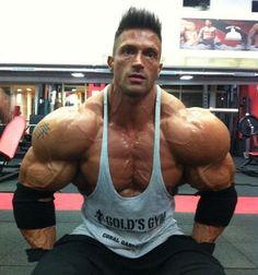 Сексуальная мускулистая спортсменка мощные бедра 266