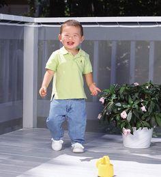 protection balcon - fil de protection en polyester, sol en bois massif et pot de fleurs roses