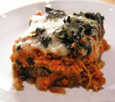 A delicious no-fry eggplant parmigiana recipe from Panning The Globe. All the deliciousness of eggplant parmesan only way lighter and healthier.