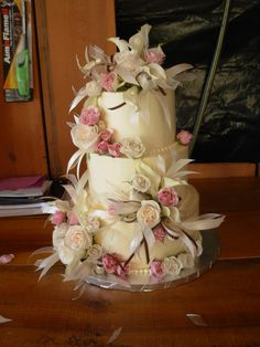 Cake flowers by Flower Gallery of Asheville.  #wedding #flowers