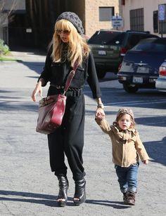 Rachel Zoe Photos - Fashion consultant Rachel Zoe was looking chic as usual as she grabs lunch at Hugo's with her son Skyler, in Los Angeles California on January 11th, 2013. - Rachel Zoe Grabs Lunch With Her Son Skyler