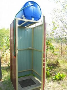 Outdoor Bathrooms, Rustic Bathrooms, Outdoor Baths, Outdoor Projects, Garden Projects, Outhouse Bathroom, Outhouse Decor, Outside Showers, Outdoor Toilet