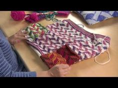 Learn how to do this most amazing Fair Isle Cowl using a Tunisian skills. It's really amazing. Get the free pattern and more info at http://thecrochetcrowd.c...
