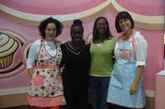 Went to the Canada's Baking and Sweets Show and ran into these ladies.  Look familiar? www.cupcakesandmorecakes.blogspot.ca (cupcakes Girls)