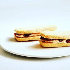 明日11時より#モリモトシンミセ さんのパン販売です  モカラムレーズンバターサンド  チョコナッツスコーン  レモンティーシフォン  クリームサンド  渦巻き食パン(抹茶胡桃オレンジ紫芋大納言)  ベーグル2種(枝豆チーズオレンジ柚子レモンクリームチーズ)  白コッペサンド(ウインナーサルサソースアボカド生ハム)  明日も新メニュー登場で楽しみです  お待ちしています