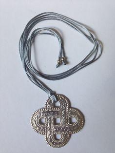 Silver necklace by Bijoux Bizarres
