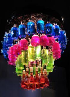 Lustre feito de garrafas                                                                                                                                                                                 Mais
