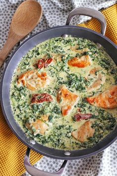 Creamy chicken with parmesan, spinach and sun-dried tomatoes - cuisine - Meat Recipes Diner Recipes, Meat Recipes, Chicken Recipes, Cooking Recipes, Healthy Recipes, Cooking Games, Cooking Bacon, Spinach Recipes, Cooking Classes